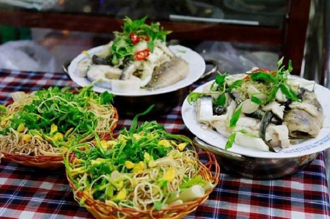 Các món ăn đặc trưng Nam Bộ được phục vụ trên nhà hàng du thuyền Ninh Kiều.