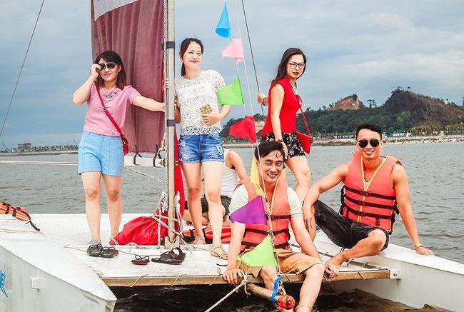 Chuyến picnic trên biển cho mọi người gần nhau hơn