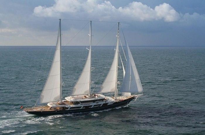 Thuyền buồm Eos